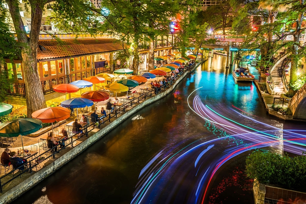 One of the best places to visit in Texas is San Antonio river.